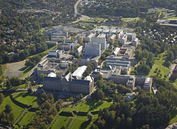 NTNU Gløshaugen Campus from north. In front Main Administration Building.